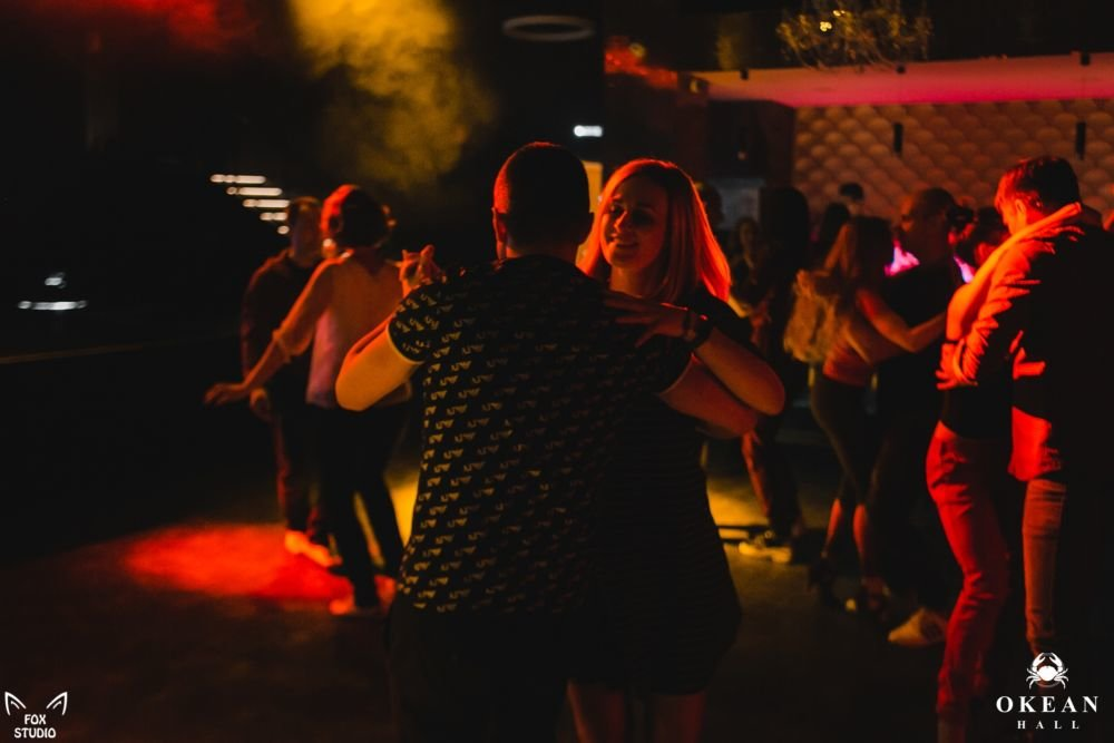 латина в ночных клубах